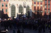 Manifestacja KOD na Długim Targu