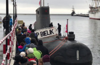 Tłumy zwiedzają okręt podwodny w Gdyni