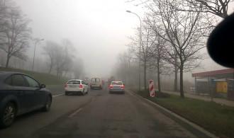 Trakt tonie we mgle, ale przejezdny.