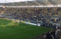 Kibice Arki Gdynia do piłkarzy po przegranym meczu z Górnikiem Łęczna 2:4