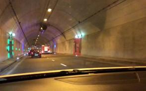 Prawy pas w tunelu zamkniety. (W ...