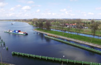 Barka z kontenerami płynie z Gdańska do Warszawy