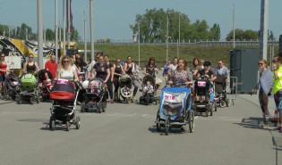 Wyścigi wózków dziecięcych