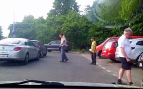 Pijane i agresywne żule pobierają opłatę za parking