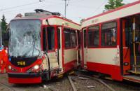 Czołowe zderzenie tramwajów na al. Hallera