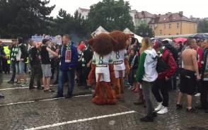 Maskotki wspierają kibiców na Targu Węglowym