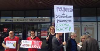 Protest pracowników przed Tesco w Gdyni