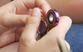 Kręciołek na łożysku czyli fidget spinner