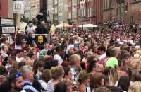 Tłumy gdańszczan czekają na parę książęcą