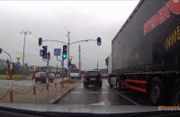 Złotówa w prawo mimo nakazu jazdy w lewo.