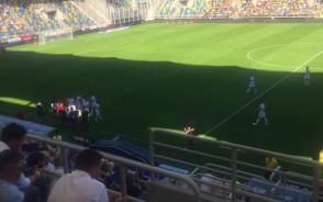 Sędzia przerwał mecz w Gdyni. Sprawdź, co robili piłkarze?