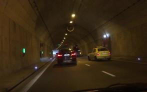 Zepsuta ciężarówka w tunelu pod Martwą Wisłą