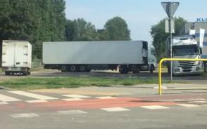Zepsuta ciężarówka blokuje ul. Krzywoustego