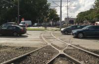 Przejazd przez tory tramwajowe na Hucisku