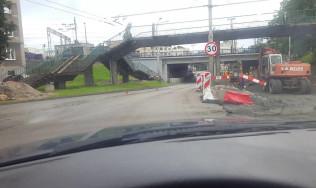 Fatalna nawierzchnia pod wiaduktem na Morskiej w Gdyni