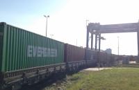 Pociąg towarowy wjeżdża do DCT