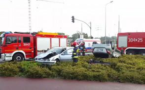 Zderzenie dwóch aut i dachowanie na al. Hallera w Gdańsku