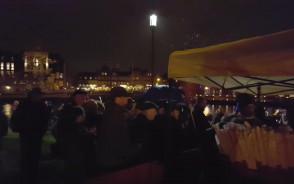 Na Ołowiance rozdają flagi Gdańska i  Polski