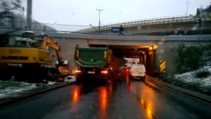 Ciężarówka na Okopowej blokuje ruch