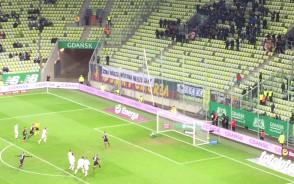 Adam Frączczak strzela na 3:0 dla Pogoni w meczu z Lechią