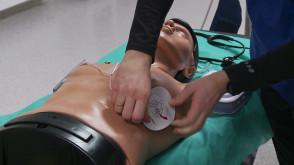 Jak używać defibrylatora?