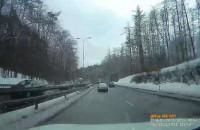 Auto po wypadku na Słowackiego wciągane na lawetę