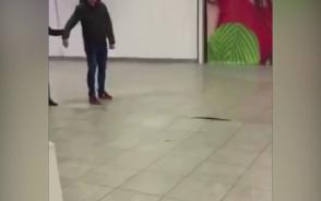 Uszkodzona podłoga w Galerii Przymorze 14.01.2018