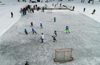 Hokej na jeziorze Tuchomskim