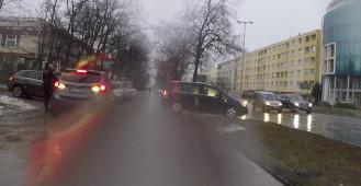 W Gdyni wzięli się za parkujących na chodniku?