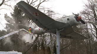 Mycie samolotu TS-8 Bies w Babich Dołach