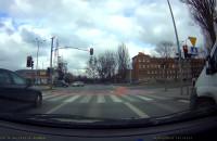 Pod prąd przez skrzyżowanie