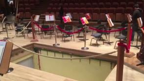 Zepsuta winda do fortepianu na scenie w Filharmonii Bałtyckiej