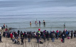 Morsy utopiły Marzannę na plaży w Gdyni