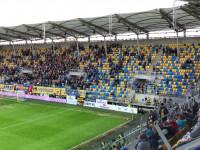 Kibice Arki Gdynia wychodzą w trakcie meczu z Piastem Giwice