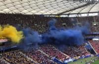 Żółto-niebieskie race na Stadionie Narodowym
