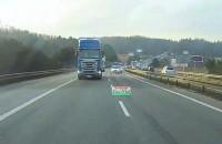 Popis zajeżdżania drogi i blokowania lewego pasa