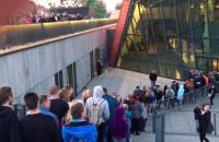 Ogromna kolejka do Muzeum II Wojny Światowej