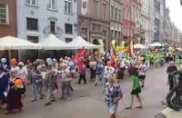 Parada seniorów na Długiej w Gdańsku