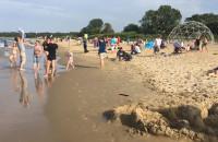 Ciepła woda i super fale na plaży w Brzeźnie