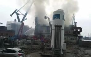 Gaszenie pożaru śrutowni w stoczni