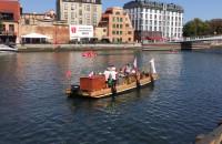 Replika flisackiej łodzi na Motławie