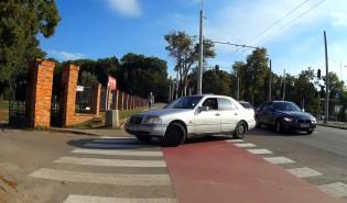 Prawie potrącił rowerzystę rozmawiając przez telefon