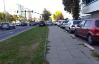 Zastawiony chodnik przy al. Grunwaldzkiej w Gdańsku