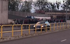 Kibice Lechi w drodze do stadionu