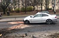 Zniszczony samochód po wypadku na al. Zwycięstwa w Gdyni