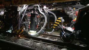 18 metrowa maszyna frezuje szyny tramwajowe w Gdańsku