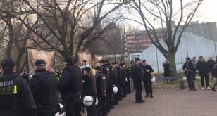 Policja odgradza uczestników Marszu Równych