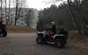 """""""Charytatywni Mikołaje"""" jeżdżą po lesie"""