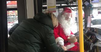 Kierowca Mikołaj rozdawał cukierki w trolejbusie w Gdyni