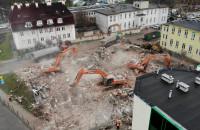 Wyburzanie budynku na terenie UCK